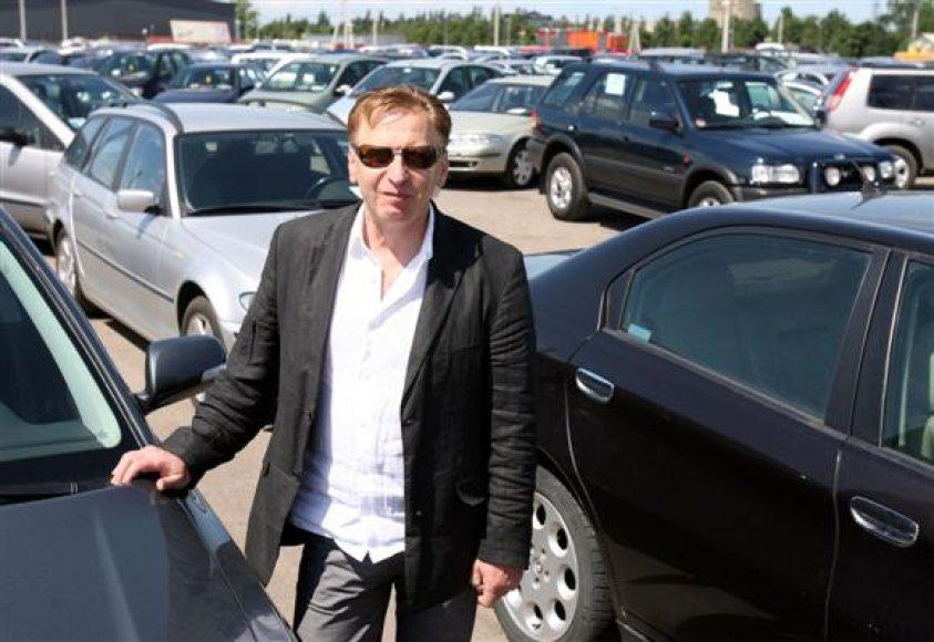 Turgaus vadovas V.Naujanis, lenkus pavadinęs bene geriausiais pirkėjais, tikino, jog daugelis prekeivių laukia netrukus į Lietuvą sugrįžti turinčių kazachų.