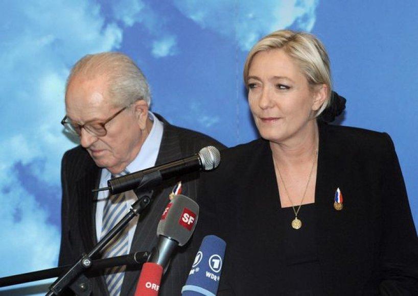 Jeanas-Marie Le Penas su savo dukterim Marine