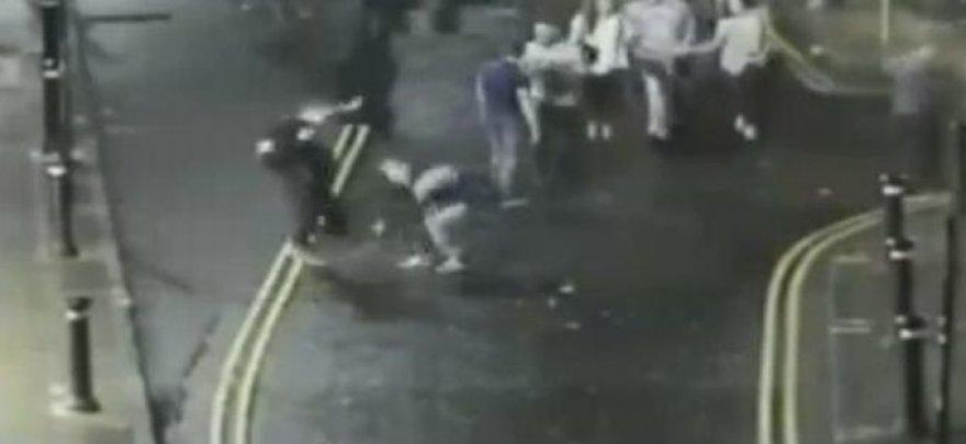Vaizdo stebėjimo kamerų užfiksuotas išpuolis.