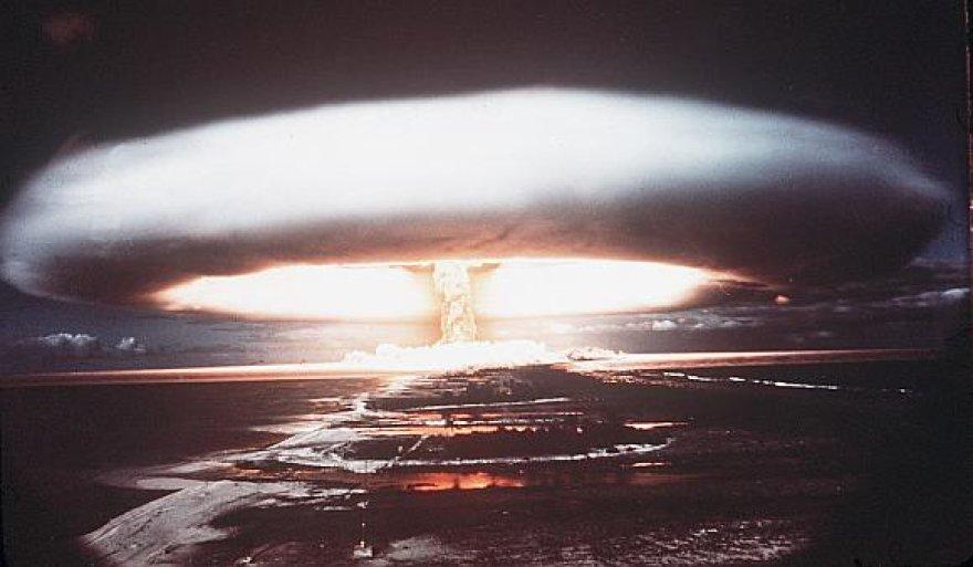1971 m. branduolinis sprogimas Mururoa atole – nuolatinėje Prancūzijos branduolinių bandymų zonoje.
