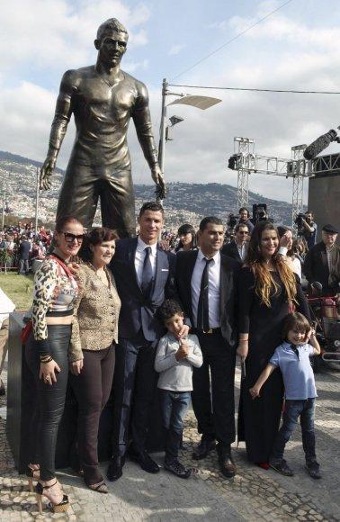 Madeiroje pastatytas paminklas futbolininkui Cristiano Ronaldo