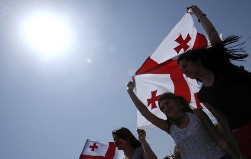 Jaunuoliai su Gruzijos vėliava