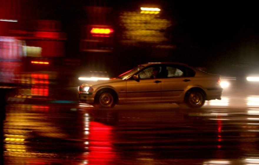 Sostinėje ketvirtadienio vakarą stipriai žaibavo ir lijo