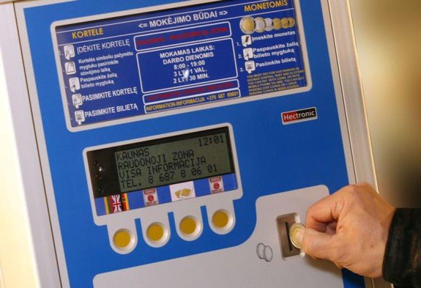Naujieji automobilių statymo automatai priims ne tik specialias korteles, tačiau ir skirtingo nominalo monetas.