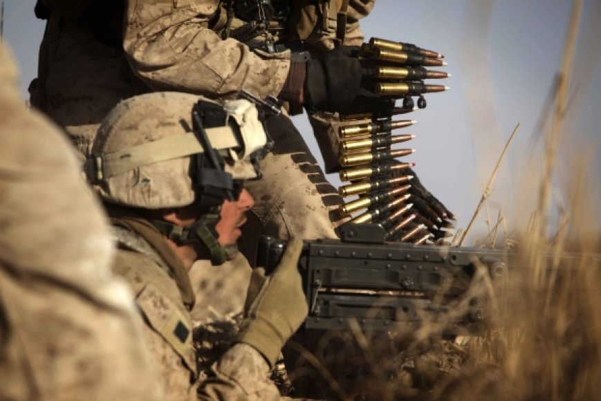 JAV kariai su kulkosvaidžiu