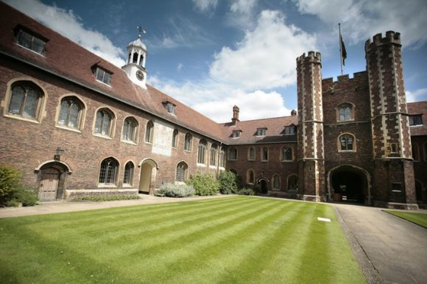 Kembridžo universiteto kiemelis