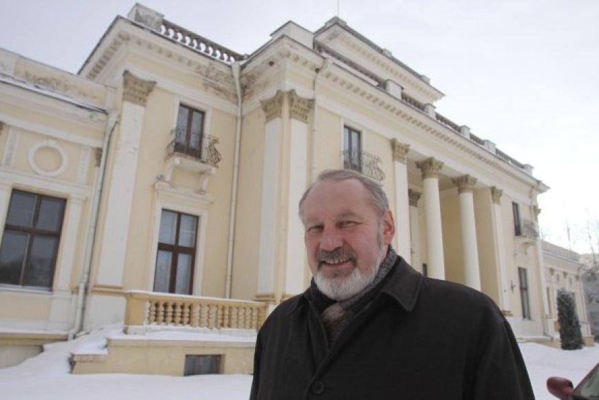 J.Ragauskas tikina neprieštaraujantis, kad Trakų Vokės dvare atsirastų vietos ir komercinei veiklai, svarbu rasti galimybių prikelti jį naujam gyvenimui.