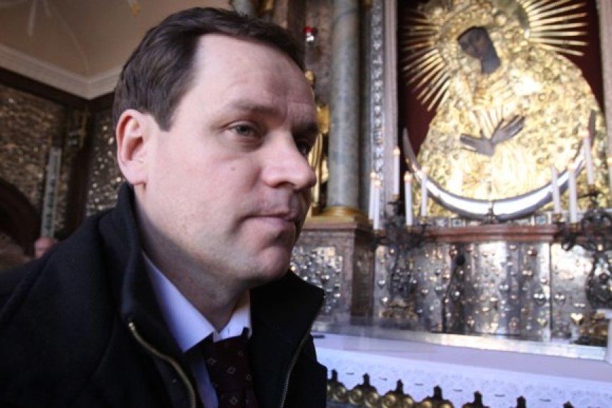 V.Tomaševskis su savo komanda vakar dalyvavo šv. mišiose Aušros Vartų koplyčioje ir teigė nepamiršęs pažado pastatyti naują šventovę Vilniuje – Jėzaus Gailestingumo Sanktuariumą.