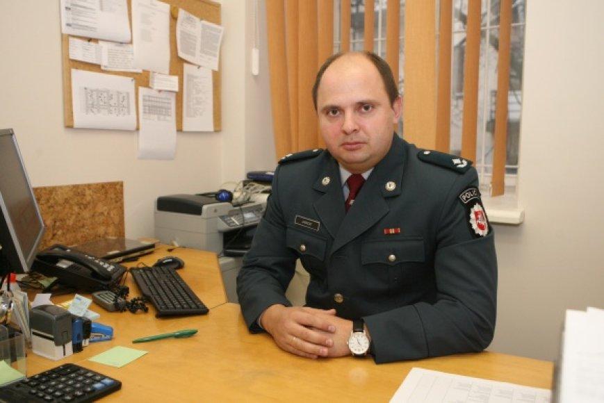 Vilniaus policijos atstovas V.Jankoitas sako, kad prasidėjus mokslo metams į policijos akiratį patenka daugiau prostitucija besiverčiančių merginų.