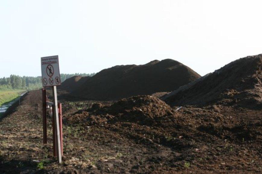 Užsidegė apie 6 hektarai durpyno.