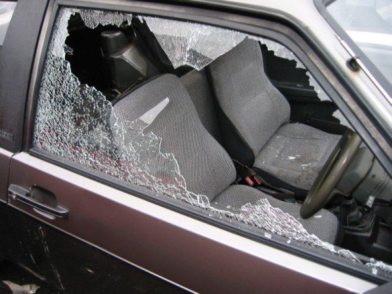 Išdaužtas automobilio stiklas