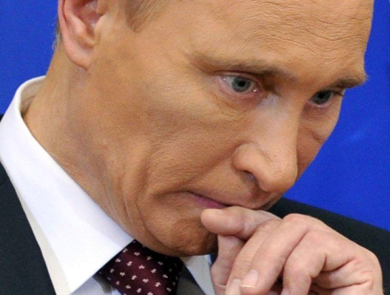 Žurnalistai spėliojo, kodėl V.Putino akiduobės atrodė patamsėjusios.
