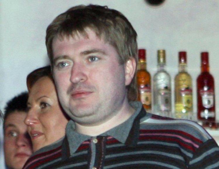 Į teismą dėl 7 milijonų litų skolos V.Kastujevas įtrauktas kaip atsakovas, nes statybų kompanijai imant banko paskolą milijonierius pasirašė kaip laiduotojas.