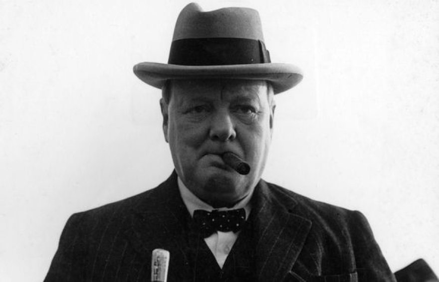 W.Churchillis su cigaru