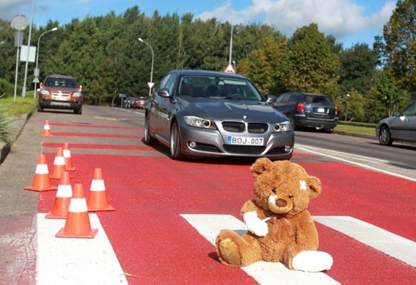 Rugsėjį moksleivius saugos draudimu ir išskirtiniais kelio ženklai.