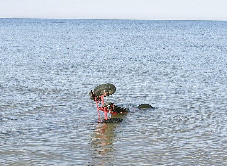 Jūroje aptikti trys velamobiliai
