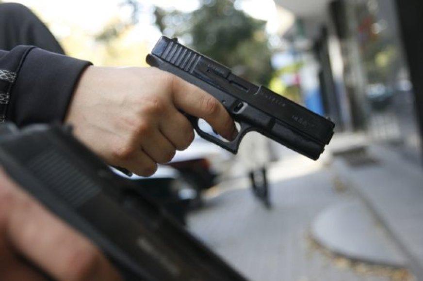 Pakaunės gyventojas teisme bandė pagąsdinti buvusią žmoną ginklu.