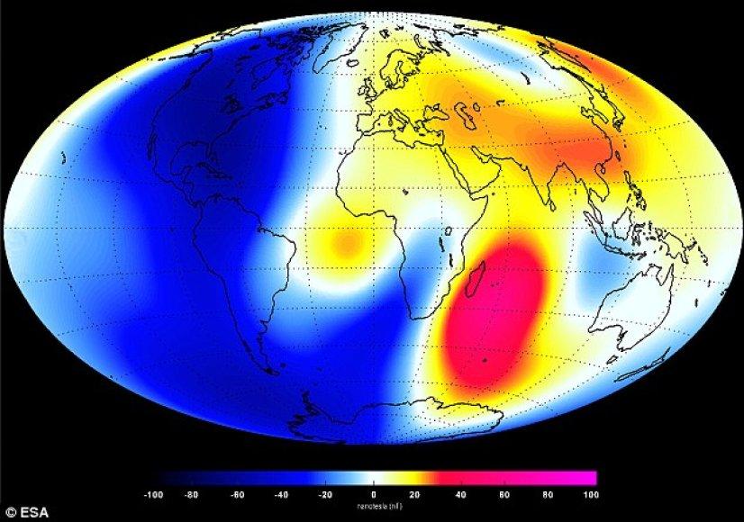 """ESA palydovinės sistemos """"Swarm"""" duomenys, kad pastaruosius 6 mėnesius emę saugantis magnetinis laukas silpsta stipriau. Mėlyna spalva žymimos magnetinio lauko silpimo vietos, rausva - stiprėjimo"""