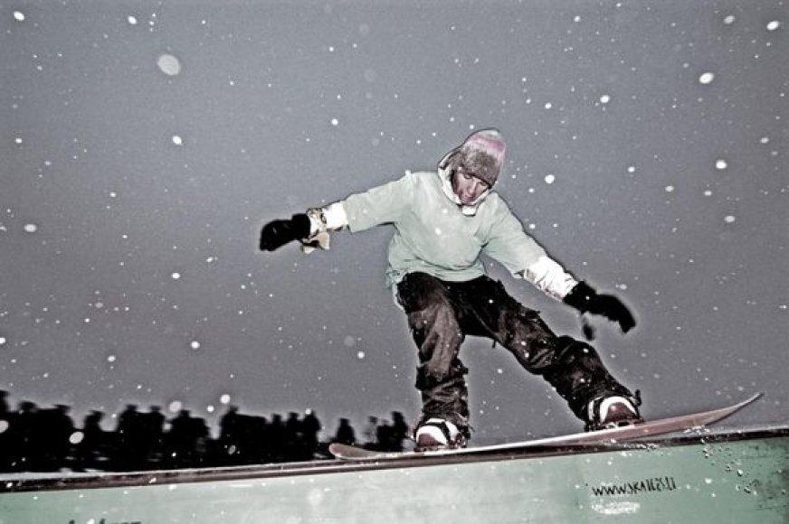 Meilė sniegui, žiemai ir antrajai pusei