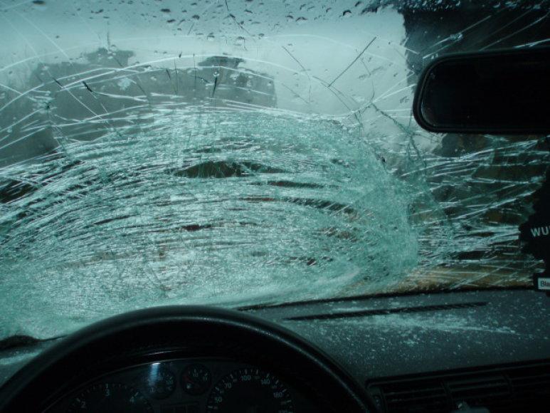 Suskaldytas automobilio stiklas