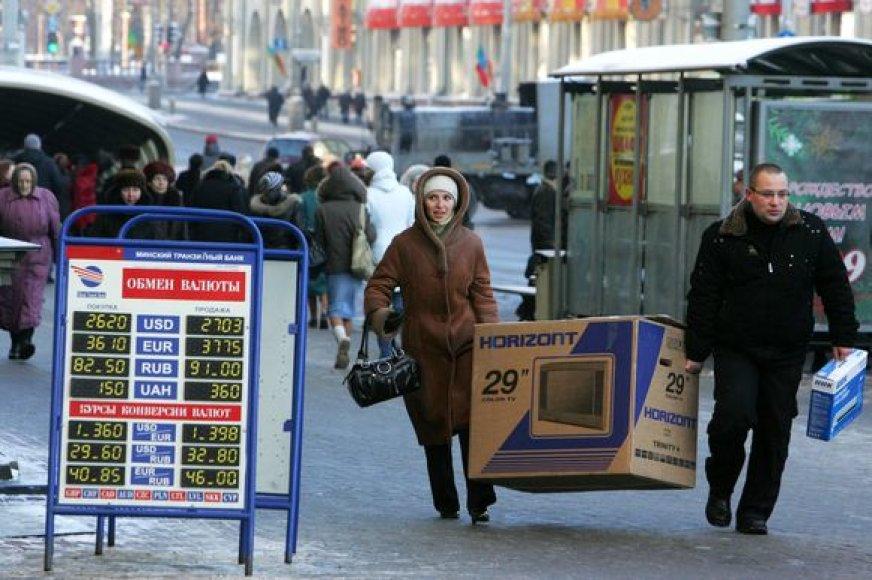 Baltarusiai šluoja parduotuves