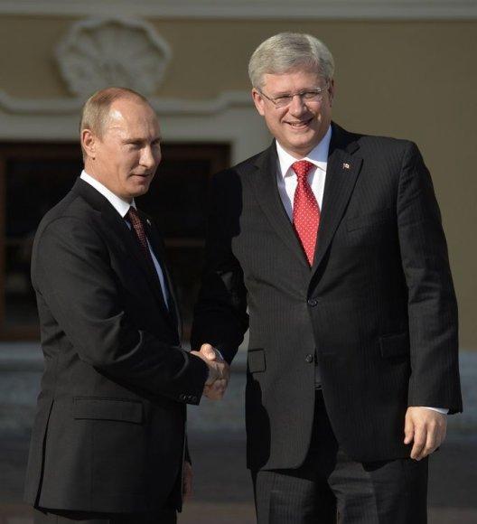 Rusijos prezidentas Vladimiras Putinas ir Kanados ministras pirmininkas Stephenas Harperis