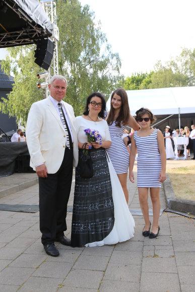Klaipėdos meras Vytautas Grubliauskas su žmona Inga į pokylį atsivedė ir dukras
