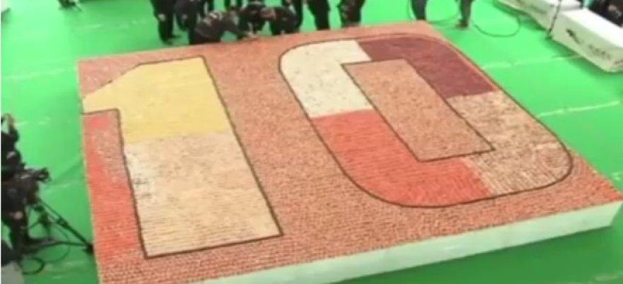 Honkonge – rekorinio dydžio mozaika iš sušių.