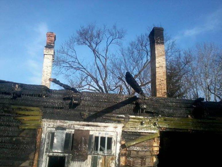 Buvusi mokykla po gaisro