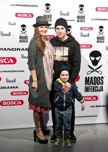 Jurga Šeduikytė ir Vidas Bareikis su sūnumi