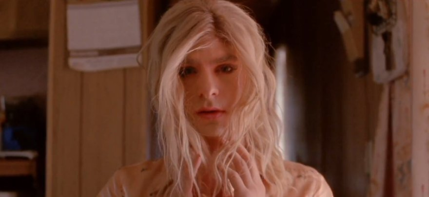 "Andrew Garfieldas grupės ""Arcade Fire"" vaizdo klipe"