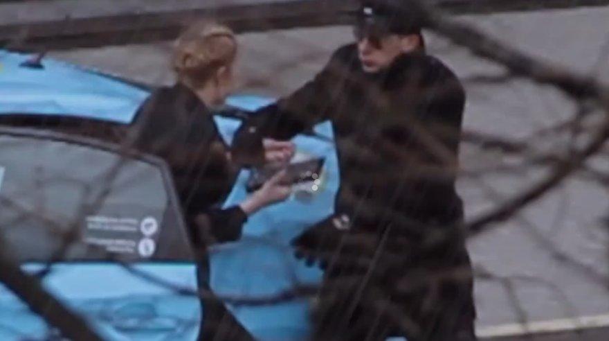 Taksisto grumtynės su moterimi
