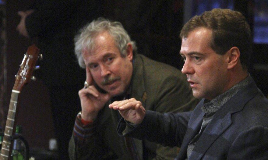 Rusijos rokeris Andrejus Makarevičius ir premjeras Dmitrijus Medvedevas