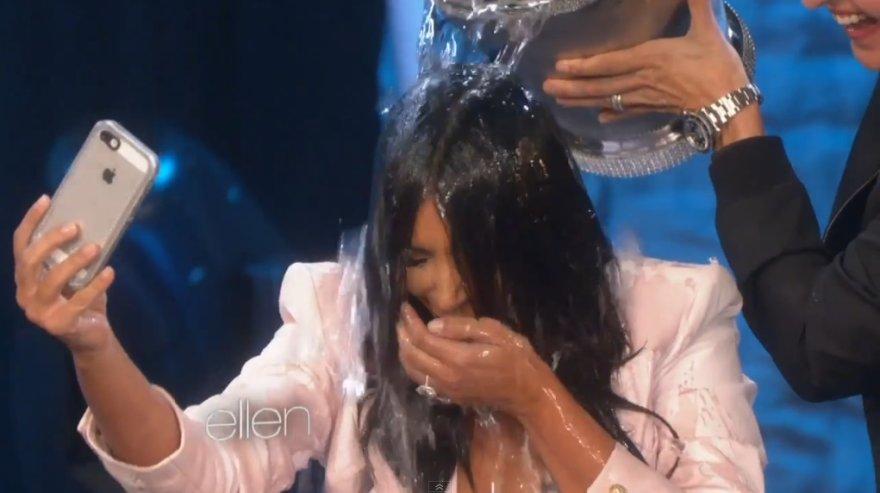 Kim Kardashian priima ledinio vandens iššūkį