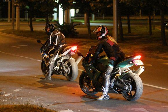 """Dideliu greičiu miesto gatvėmis vėlyvais vakarais """"skraidantys"""" motociklai įgriso gyventojams dėl """"britvų"""" keliamo triukšmo."""