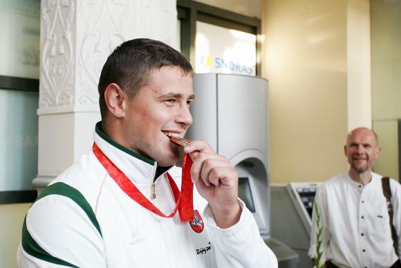 """M.Mizgaitis vėl """"ragavo"""" savo medalį."""