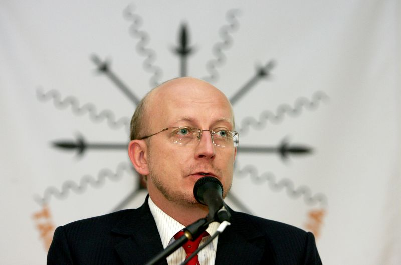 A.Valinskas.