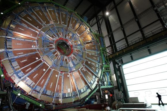 Didžiajame hadronų kolaideryje naudojamas superlaidininkinis solenoidinis magnetas yra didžiausias pasaulyje.