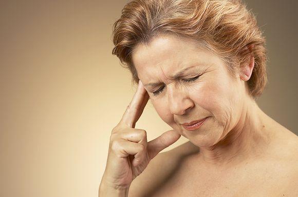 Kenčianti skausmą moteris