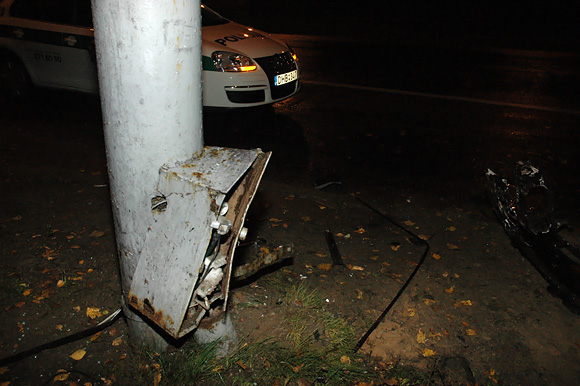 Stulpas, į kurį rėžėsi automobilis