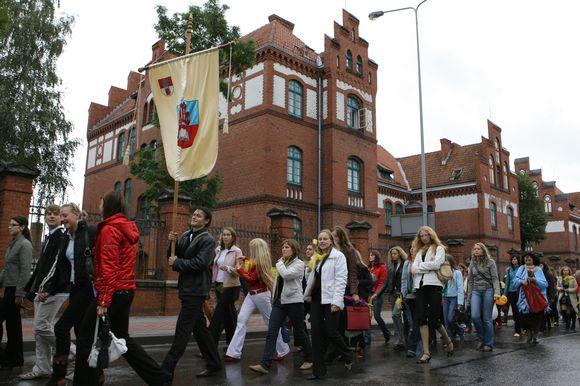 """Universiteto bendruomenei bendrovė """"Nordsekas"""" pasižadėjo padovanoti sporto aikštelę."""
