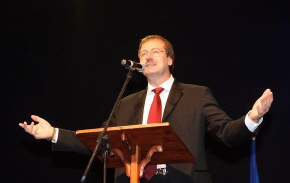 V.Uspaskichas taria žodį Darbo partijos suvažiavime.
