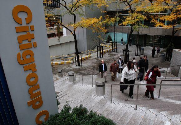 """""""Citigroup"""" pranešė ketinąs atleisti 75 tūkst. darbuotojų."""
