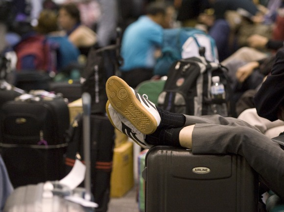 Tailande atostogavusiems žmonėms šioje šalyje teko užsibūti ilgiau, nei jie planavo.