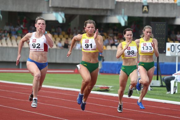 Lina Grinčikaitė bėga EAA Permit Meeting 2006 varžybose Kaune