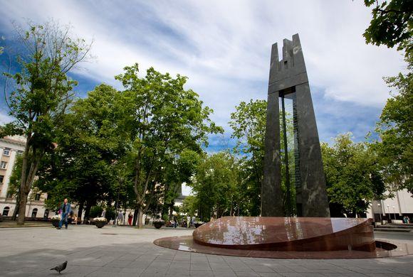 Paminklas Lietuvos himno autoriui V.Kudirkai Vilniaus Kudirkos aikštėje.