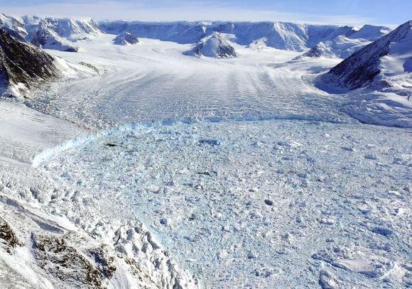 """""""Reuters""""/""""Scanpix"""" nuotr./Nuotraukoje matyti ledynų erozija"""