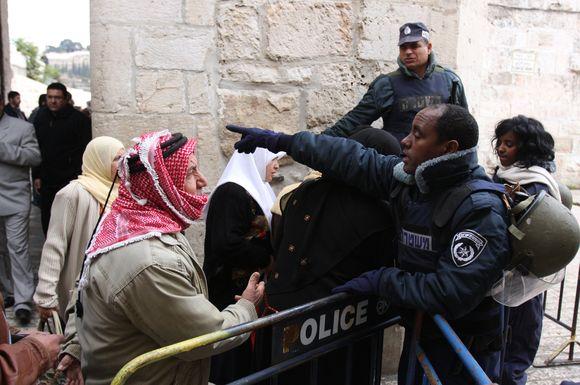 Jeruzalėje protestuotojai susirėmė su policija.