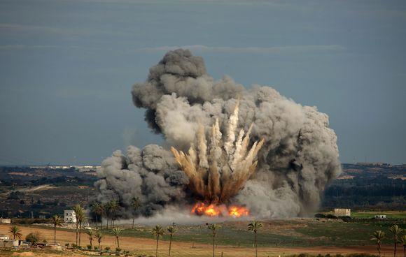 Izraelis toliau atakuoja Gazos ruožą.