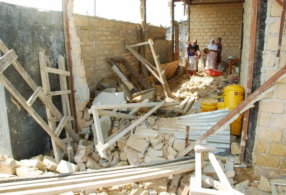 Žemės drebėjimas Indonezijoje paliko žmones be pastogės.